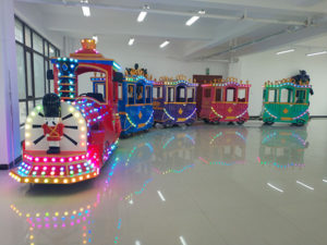 Venta De Trenecitos Eléctricos Infantiles Para Parques De Atracciones, Plazas, Ferias, Supermercados, etc.